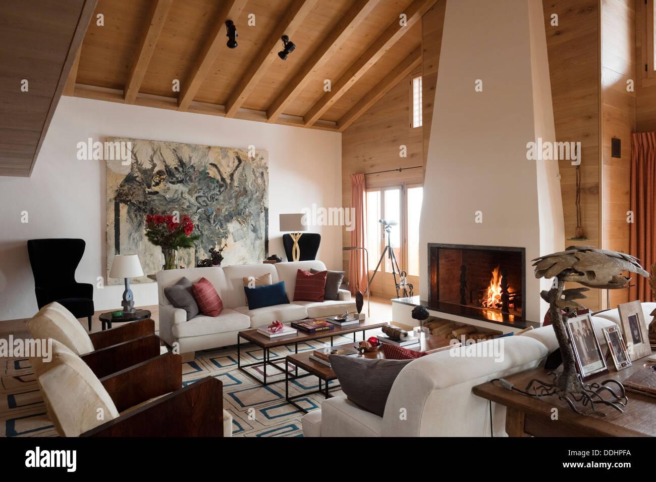 Swiss Chalet mit Interieur entworfen von Tino Zervudachi ...
