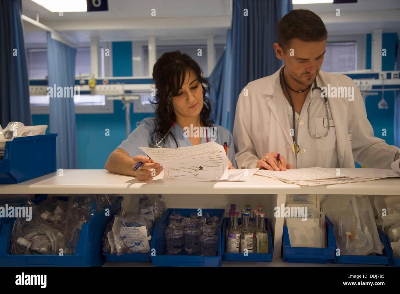 Ausgezeichnet Rezeptionistin Des Krankenhauses Ziel Bilder ...