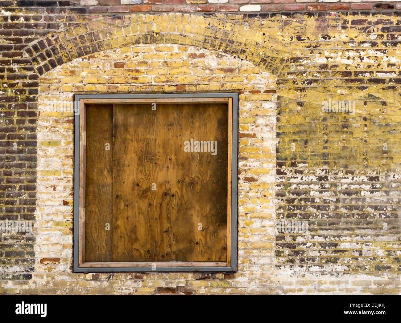 Eine Alte äußere Mauer Mit Einer Alten Brettern Vernagelt Fenster Bereit  Für Ihre Inhalte Stockbild