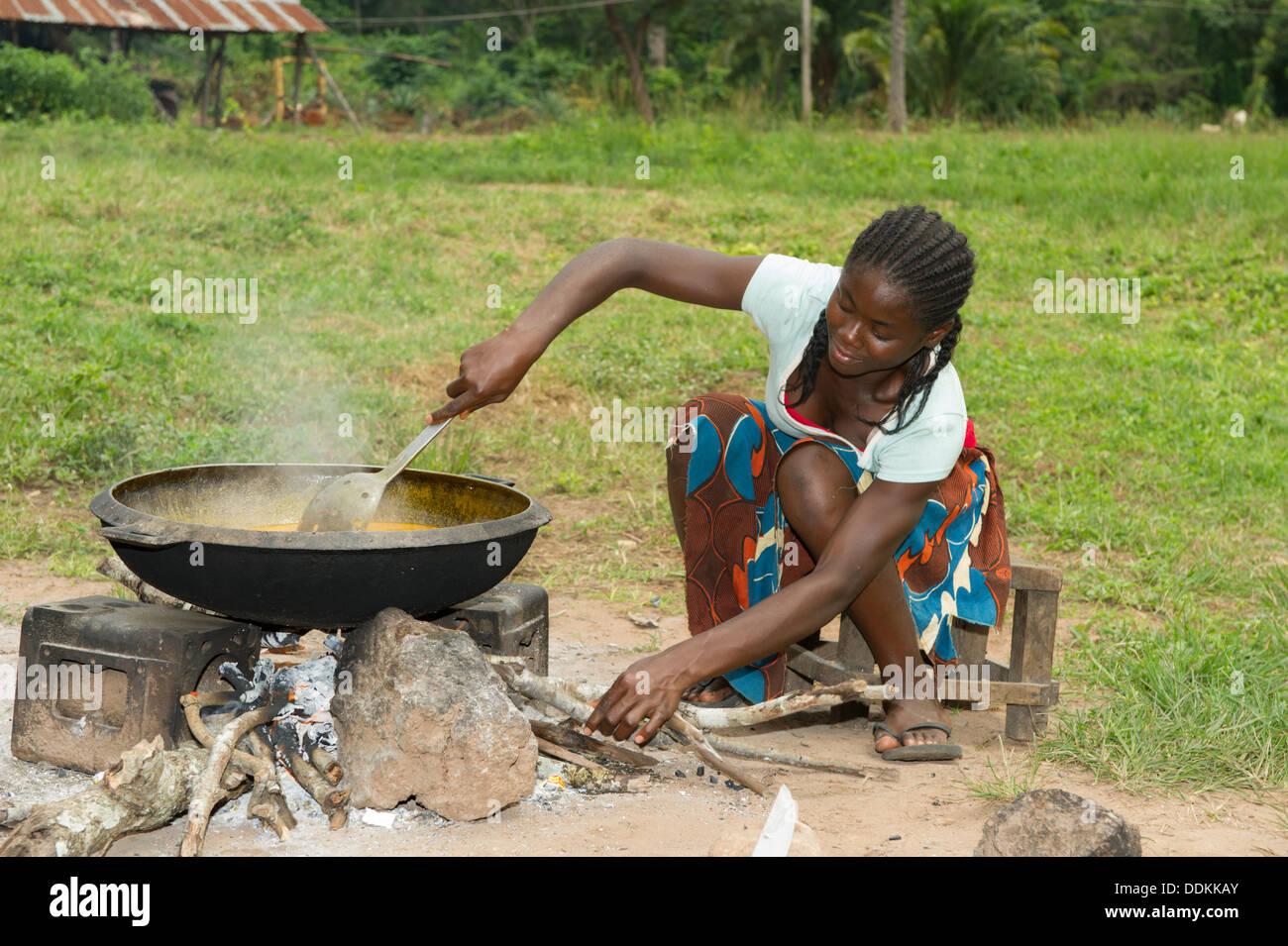 Outdoorküche Stein Kaufen : Outdoor küche mit stein feuer in otutulu nigeria stockfoto