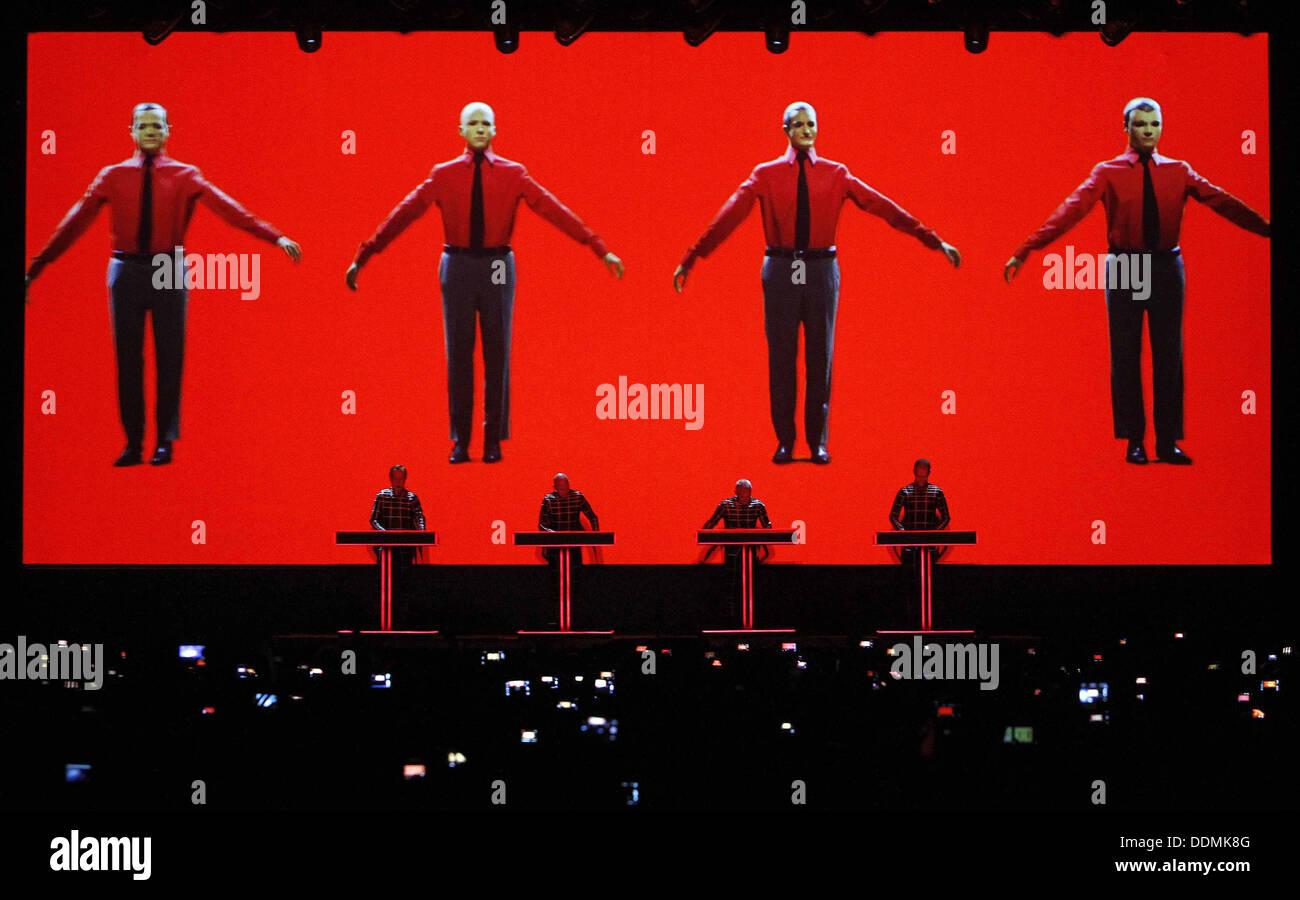 Kraftwerk führt live auf dem Sonar-Festival in Barcelona, Spanien Stockbild