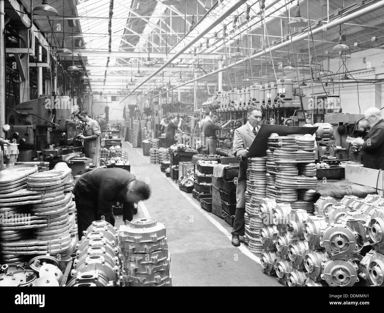 Maschinenhalle bei Ariel Motoren, c 1950. Artist: Unbekannt Stockfoto