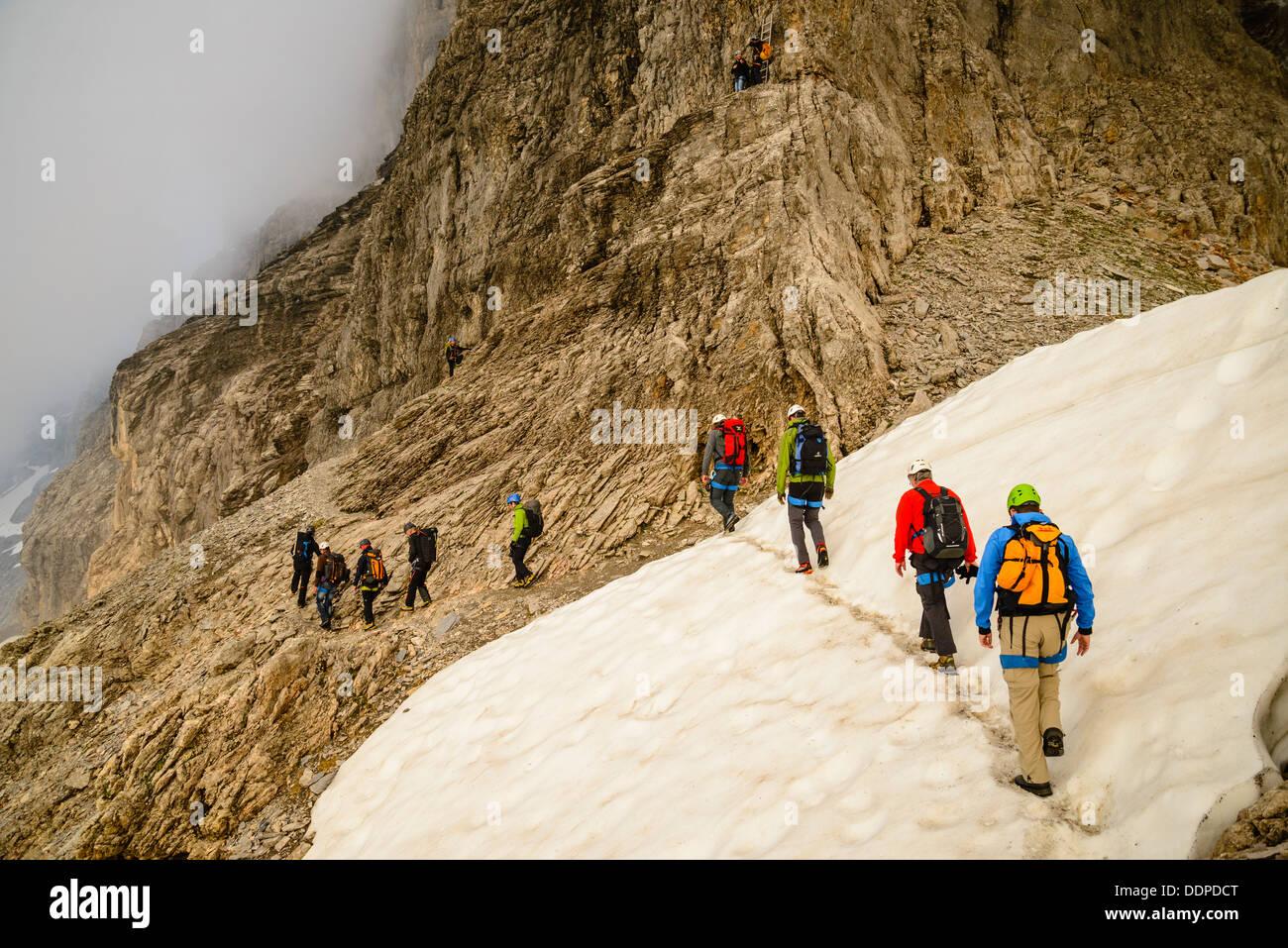 Klettersteig Grindelwald : Kletterer die annäherung an den rotstock klettersteig der