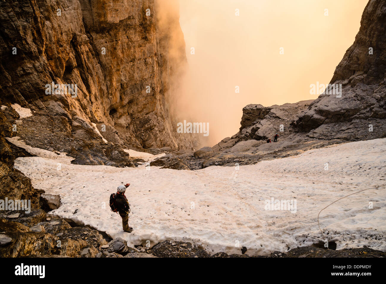 Klettersteig Rotstock : Bergsteiger auf den rotstock klettersteig. der ist eine