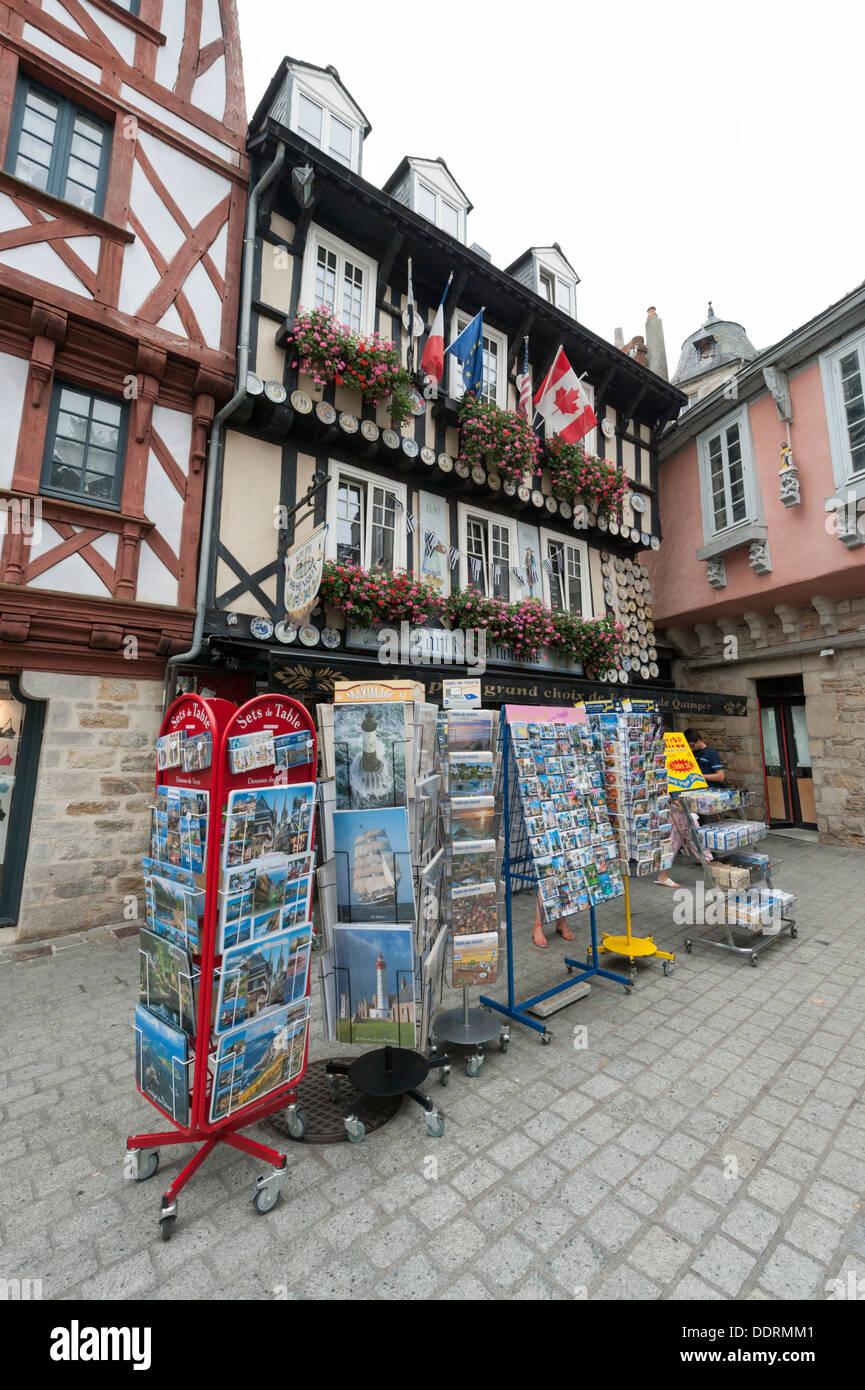 Geschenk Shop Verkauf Von Fayencen De Quimper Und Postkarten Quimper Bretagne Frankreich  Stockbild