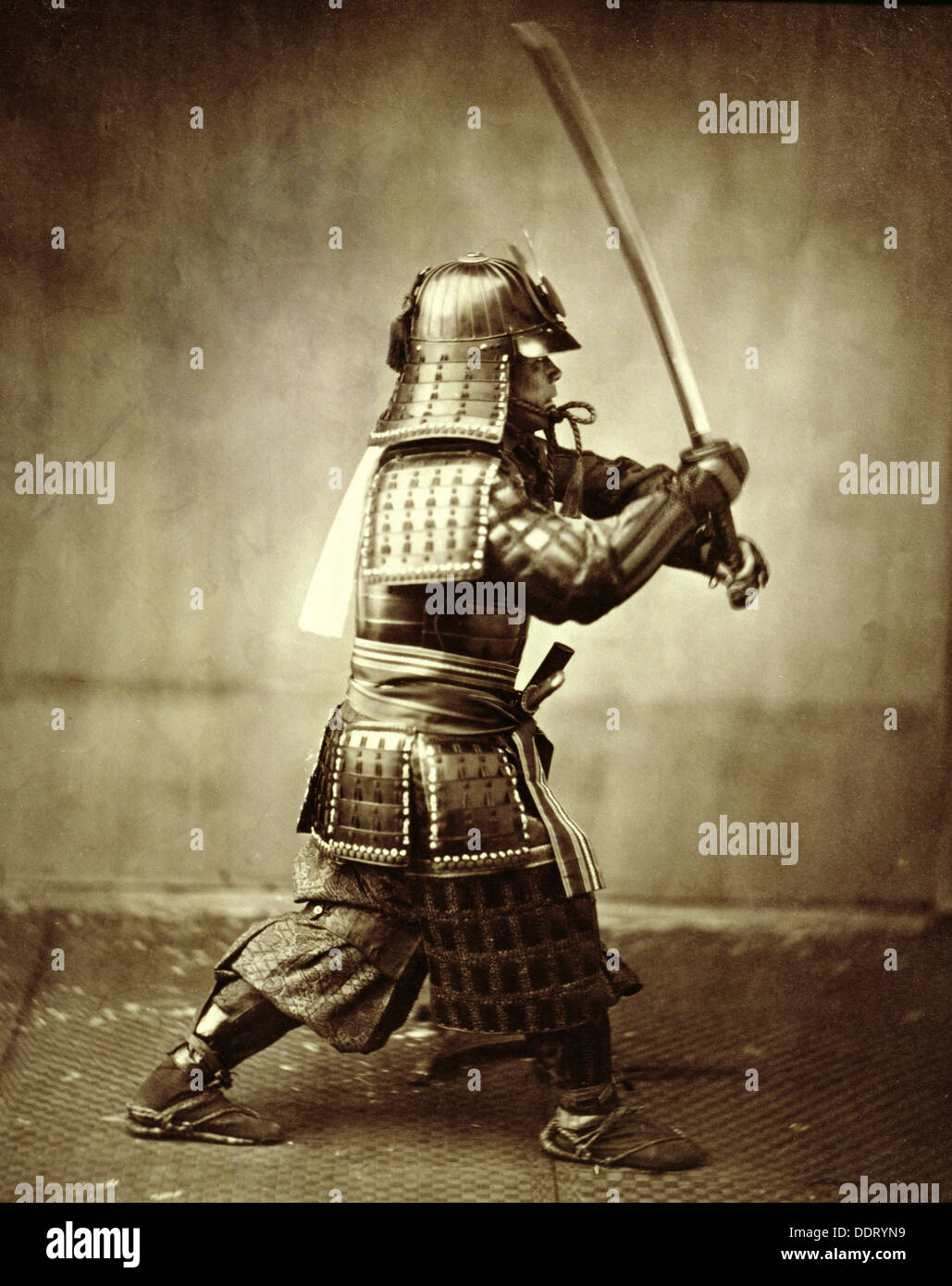 Samurai mit erhobenem Schwert, c1860. Künstler: Felice Beato Stockbild