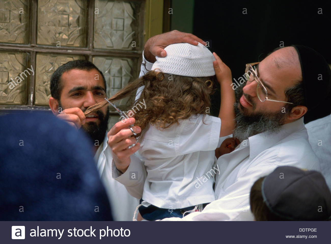 Einen Drei Jahre Alten Jüdischen Jungen Die Haare Schneiden