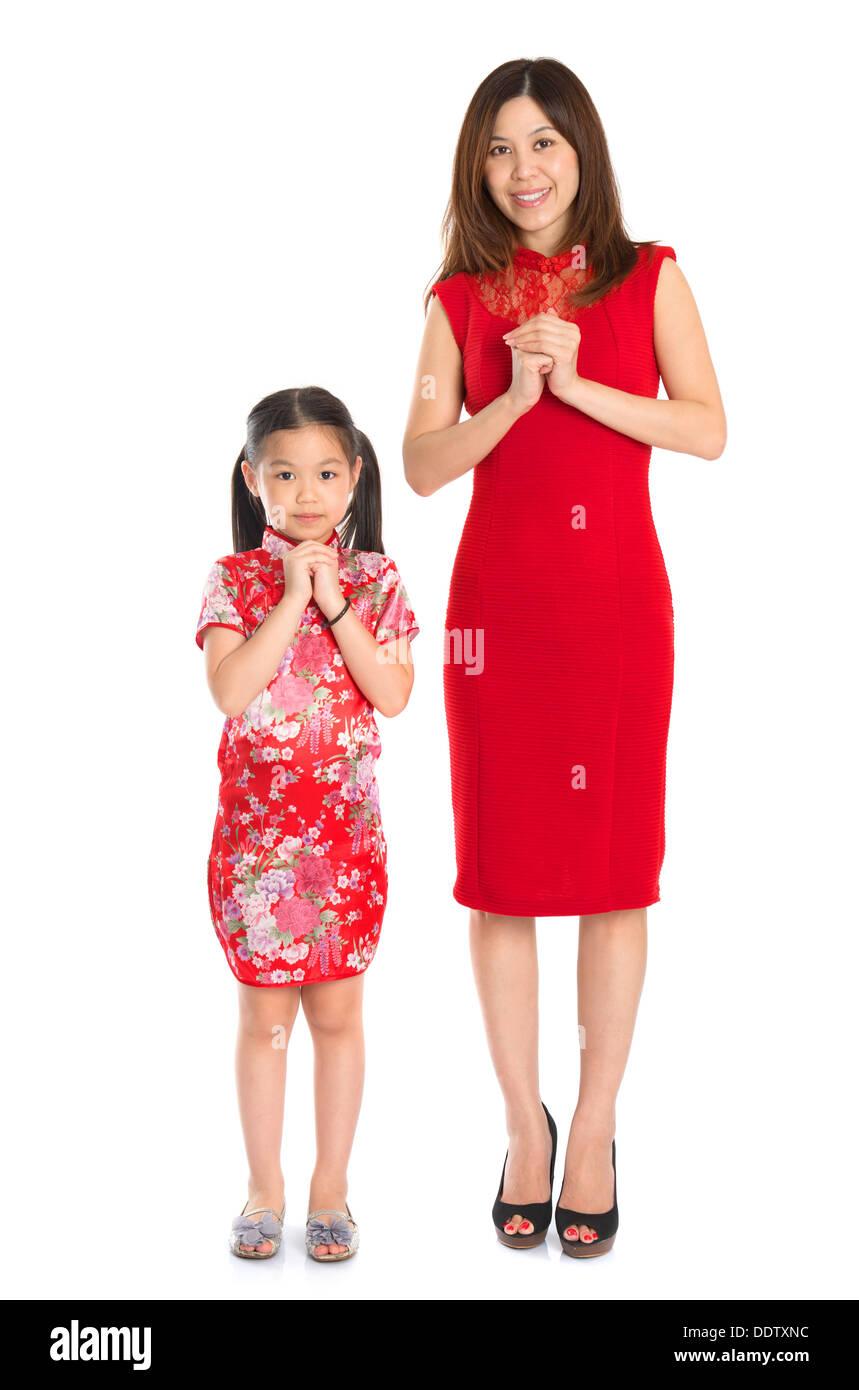 Frohes neues Jahr! Ganzkörper chinesische Eltern und Kind in ...