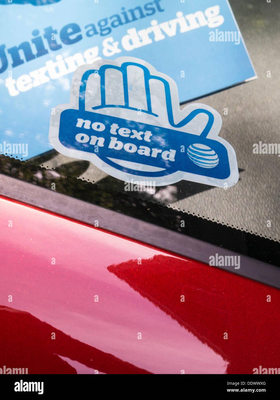 Keine Sms Während Auto Aufkleber Auf Auto Usa Stockfoto