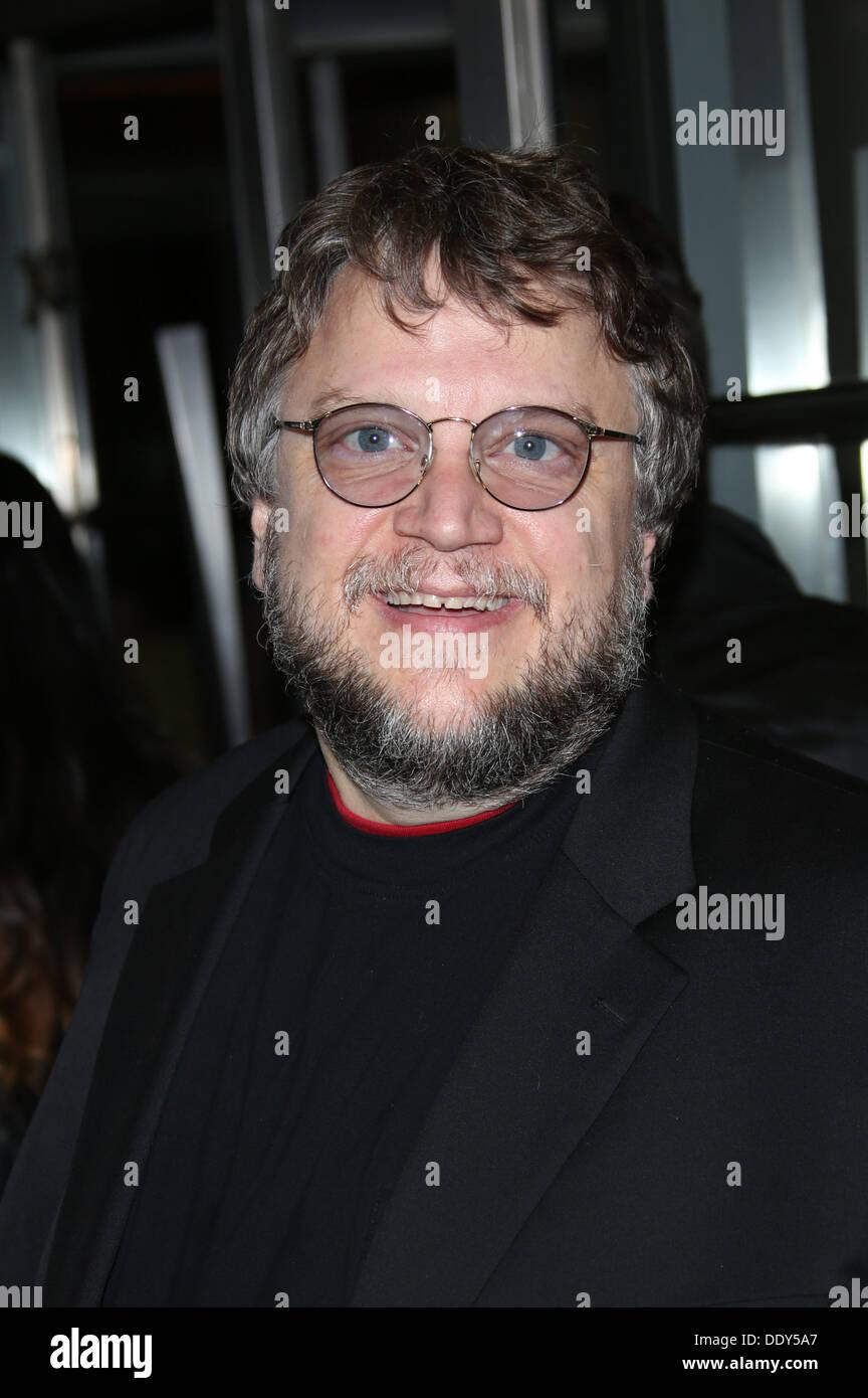 """Toronto, Kanada. 9. September 2013. Mexikanische Regisseur Guillermo Del Toro besucht die Premiere von """"Schwerkraft"""" Stockfoto"""