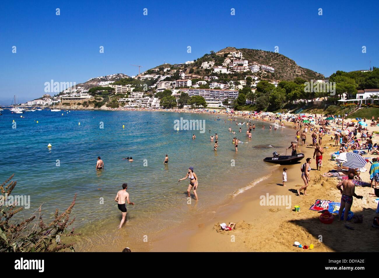 Almadrava strand roses costa brava alt empord girona - Office de tourisme rosas costa brava ...