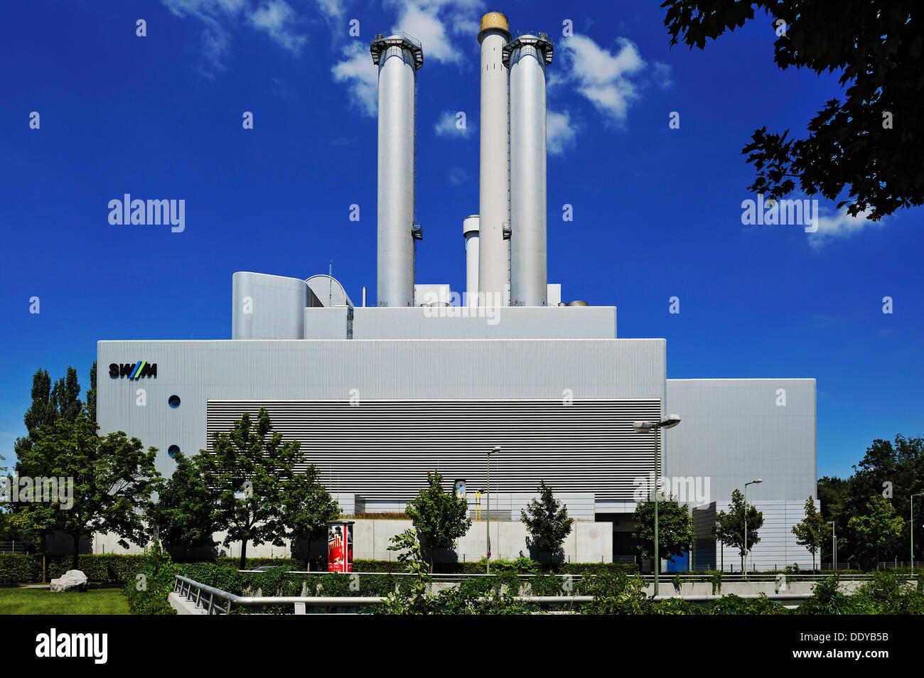 """KWK-Kraftwerk """"Süd"""", Kraft-Wärme-Kraftwerk betrieben von Stadtwerke Muenchen, Stadtteil Sendling, München Stockbild"""