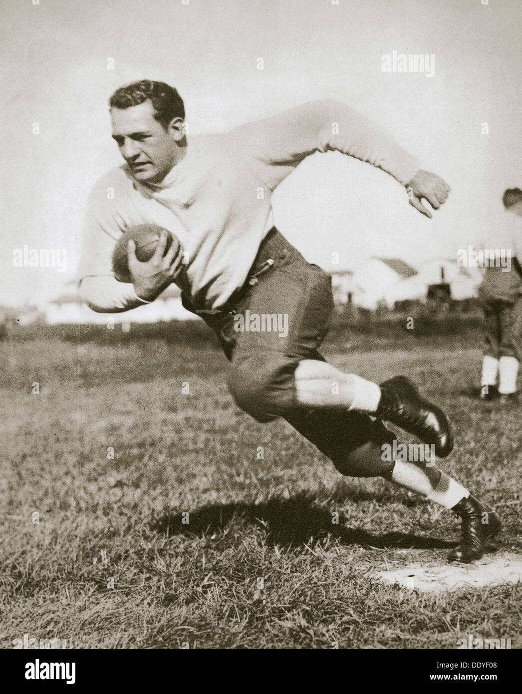 Harold Edward 'Rot' Grang, Spieler des amerikanischen Fußballs, Mitte der 1920er Jahre. Künstler: unbekannt Stockbild