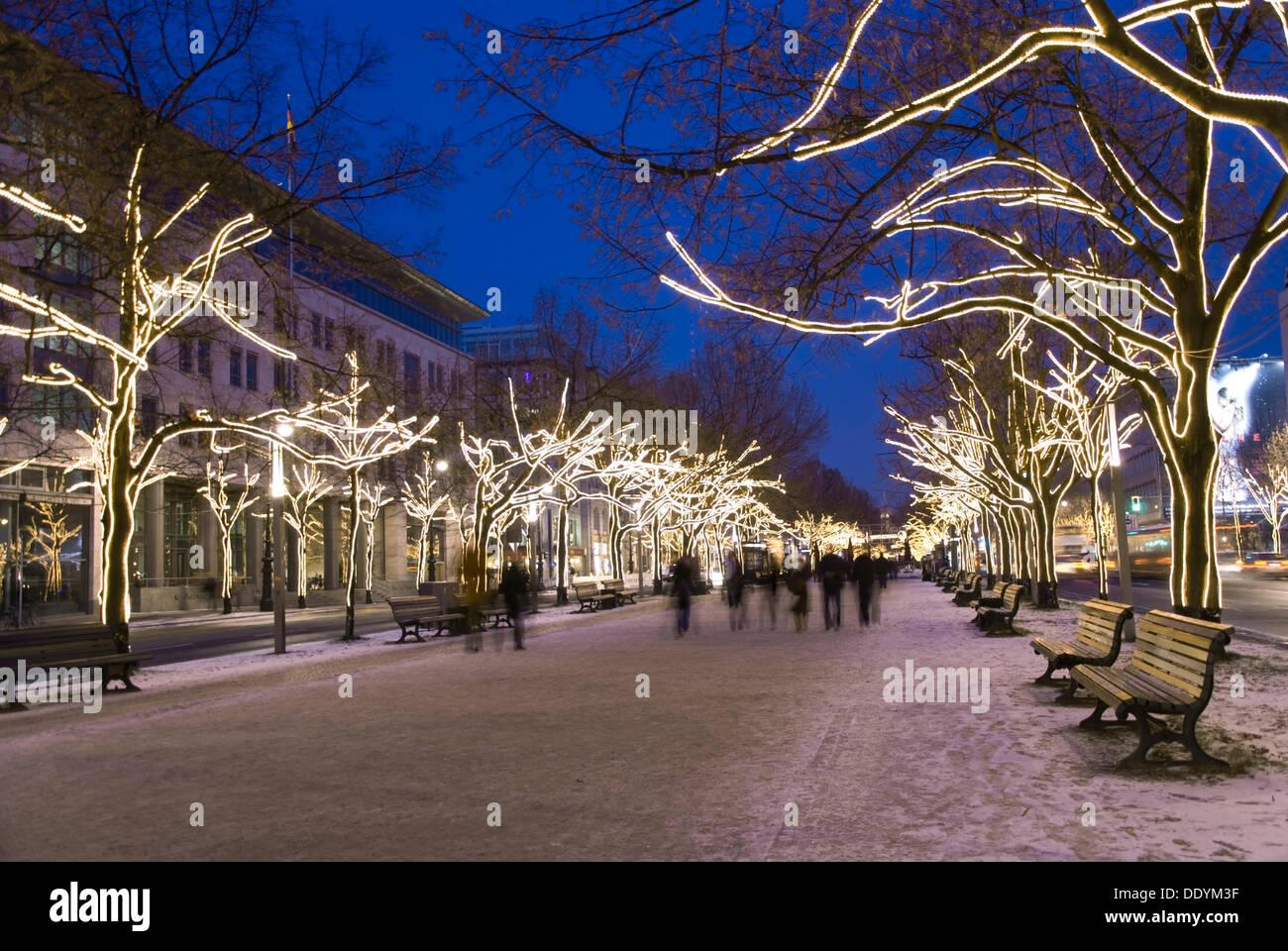 Unter Den Linden Weihnachtsbeleuchtung.Boulevard Unter Den Linden Mit Weihnachtsbeleuchtung Berlin