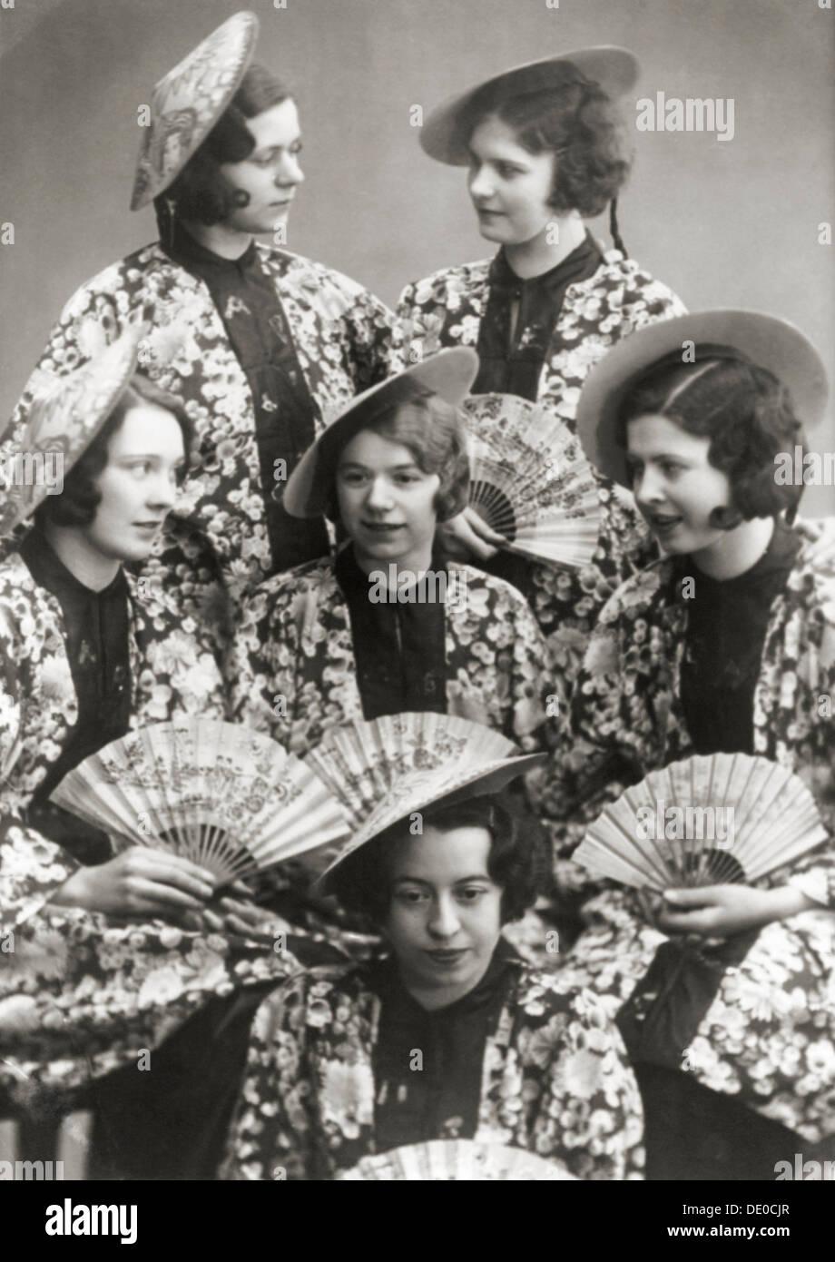 Mädchen auf eine Kostüm-Partei, Schweden, c1930s(?). Aus der ...