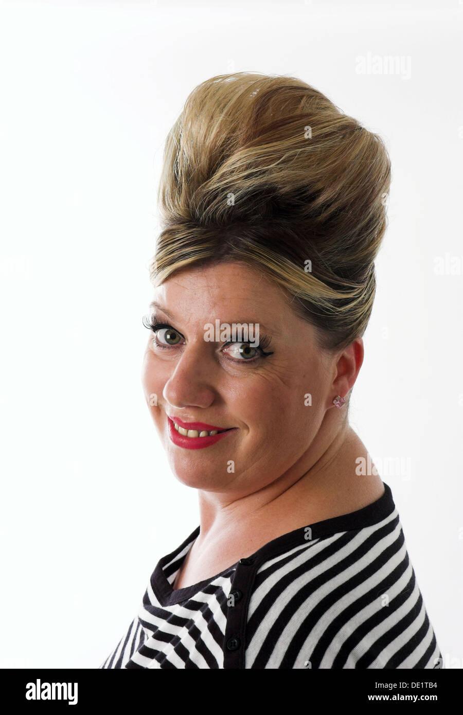 Glamourose Frau Mit Der 1950er Jahre Stil Beehive Frisur Stockfoto