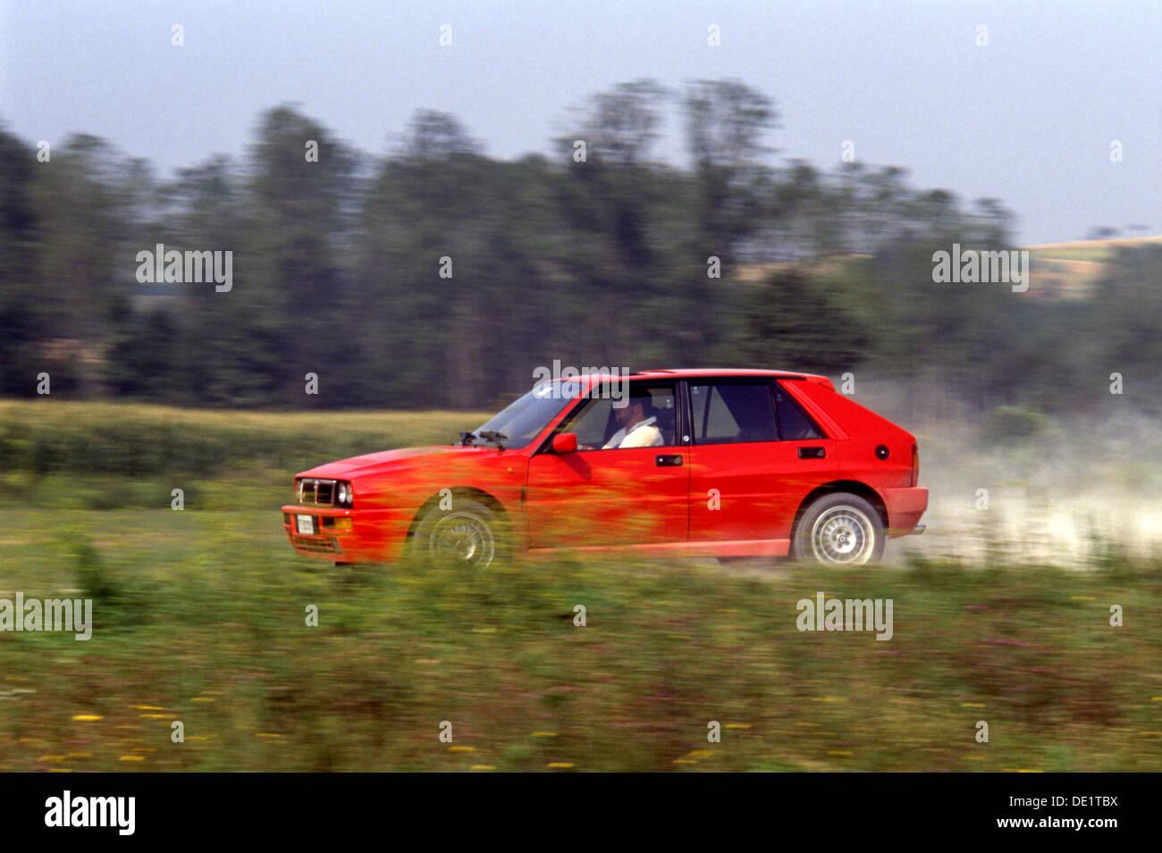 lancia delta integrale hf sport auto 4x4 4wd 1990 s in rot in
