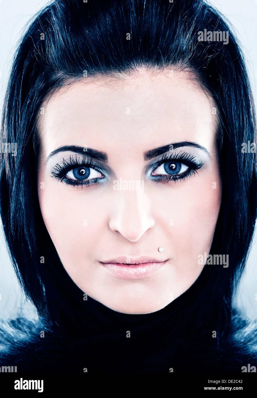 Schwarze Haare blaue Augen von Website