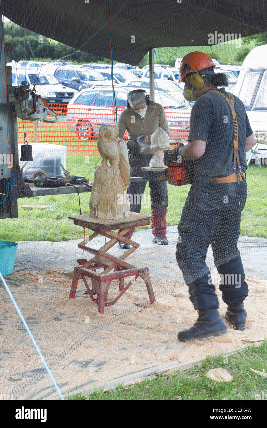 Chainsaw carving stockfotos bilder alamy
