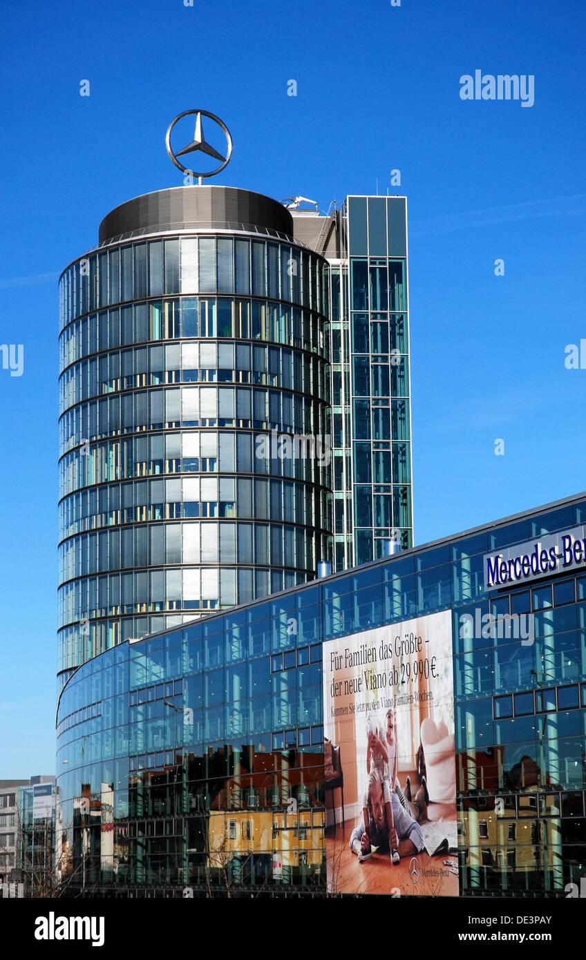 Benz tower stockfotos benz tower bilder alamy for Mercedes benz payment center