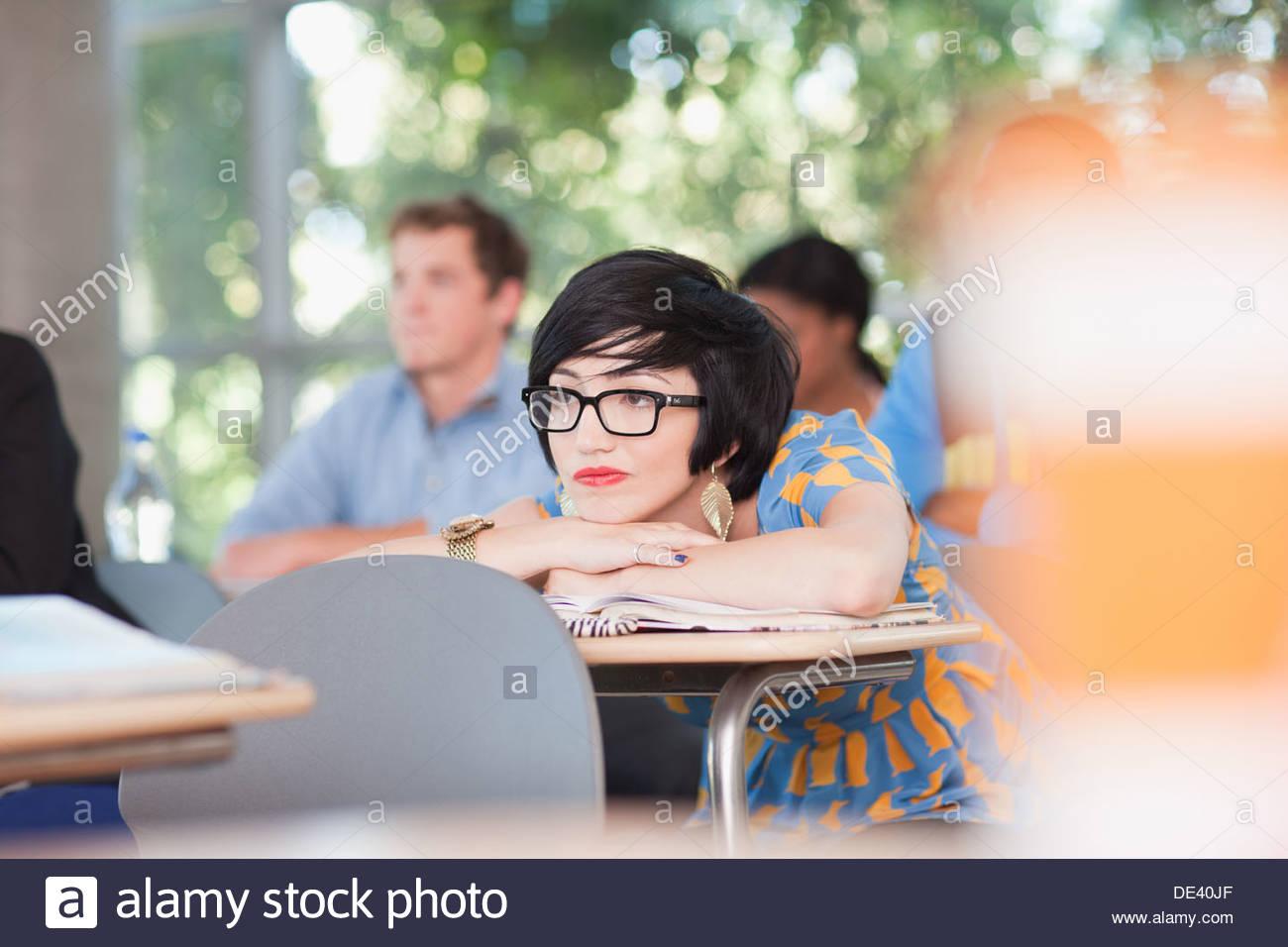 Schüler im Klassenzimmer Stockbild