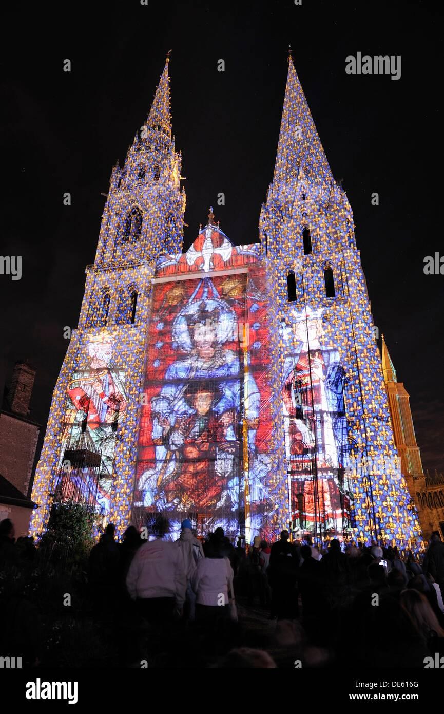 Beleuchtung an der Südfassade der Kathedrale von Chartres, Eure-et-Loir Abteilung, Region Centre, Frankreich, Europa Stockbild
