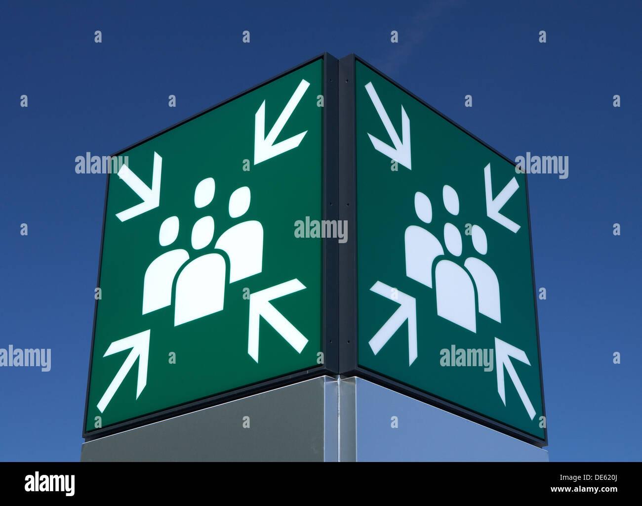 Schönefeld, Deutschland, das Zeichen für einen zentralen Sammelpunkt Stockbild