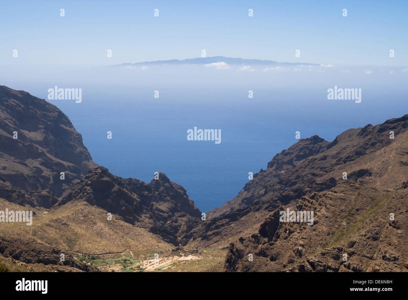 Barranco de Masca mit der Insel La Gomera im Hintergrund, Kanarische Inseln. Stockbild