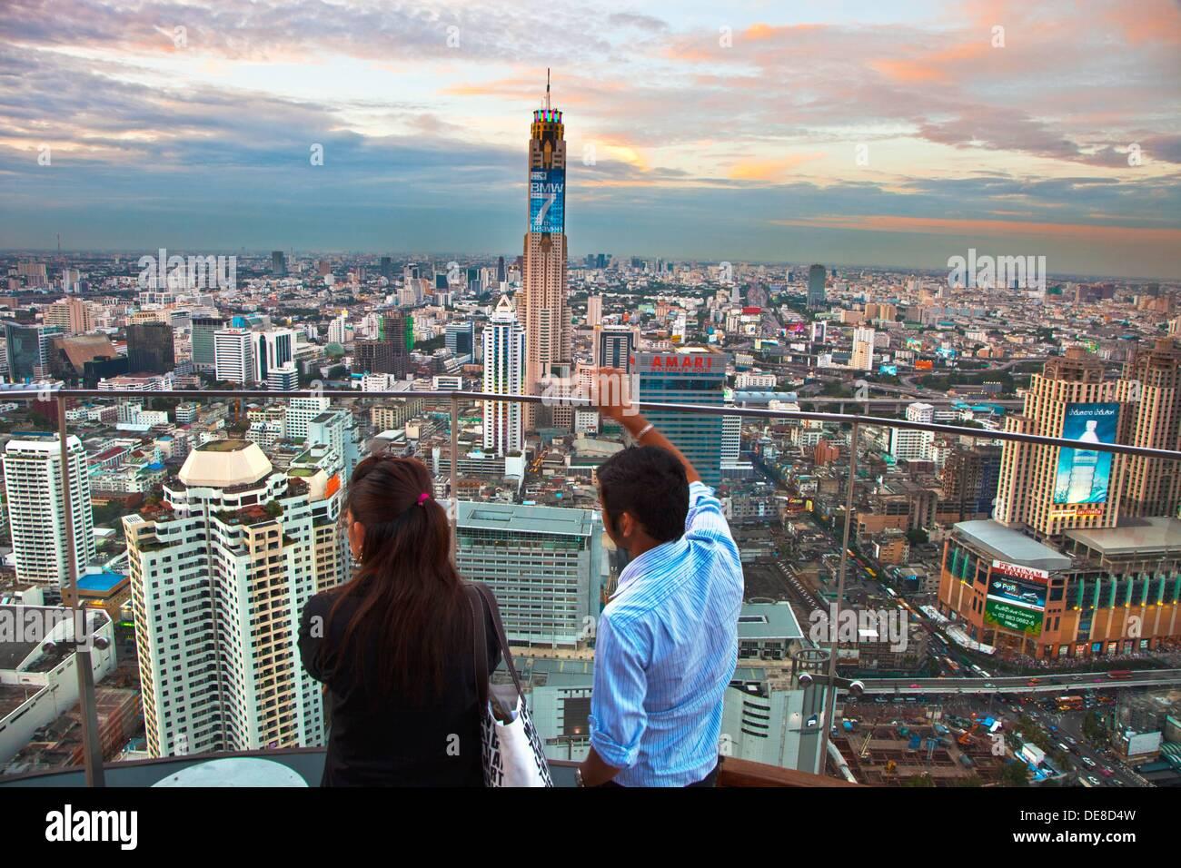 Centara Grand Hotel Al Central World Bangkok Tower Bar Red Sky Ein Unvergessliches Outdoor Dach Top Adresse Mit Beeindruckender Aussicht Stockfotografie Alamy