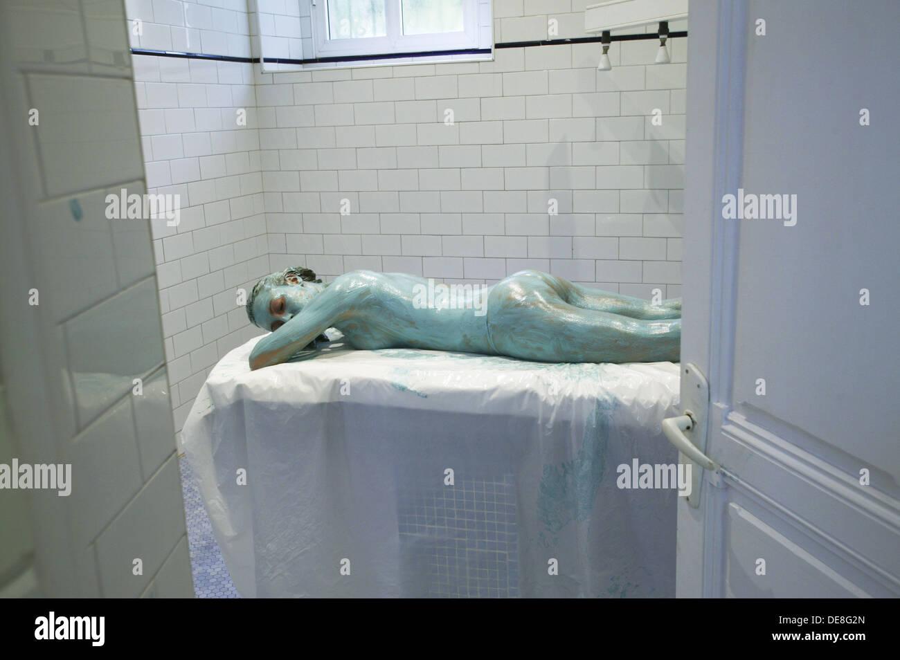 Energie, Türkis Wickel Körperbehandlung im Spa, Lierganes Farbe. Pas-Miera, Kantabrien, Spanien Stockbild