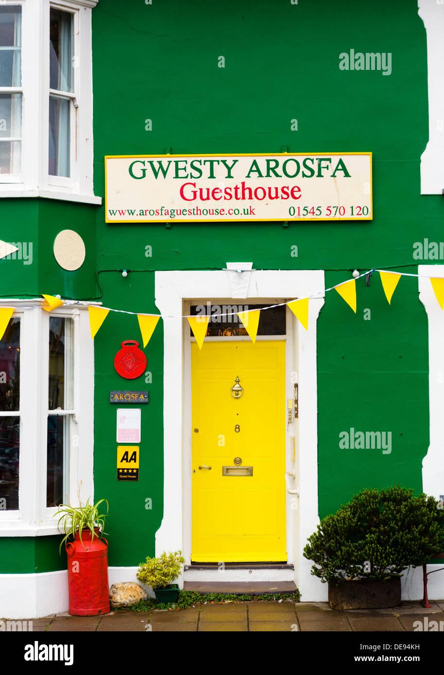 Traditionelle lokale Gästehaus in der Küstenstadt Dorf Aberaeron, Ceredigion, Wales, UK Stockbild
