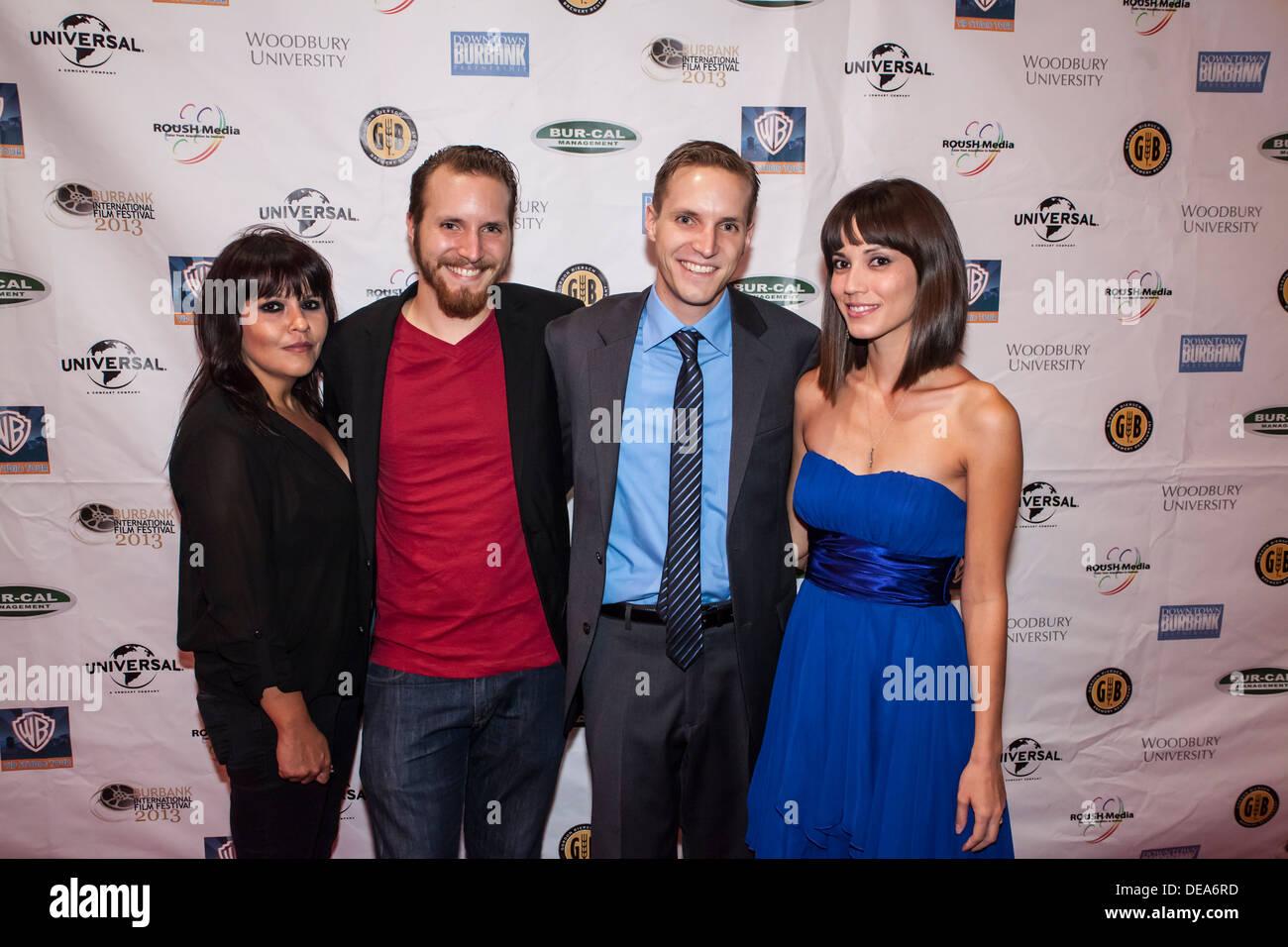 AUF dem roten Teppich auf dem Burbank International Film Festival mit Jon und James Kondelik und Frauen Stockbild
