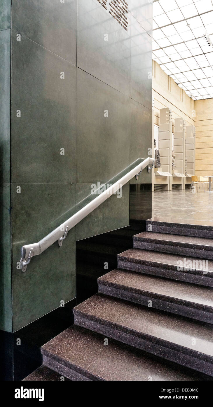 Lovely Terrazzo Treppenhaus Mit Einfach Schönen Art Deco Geländer Führt Vom Foyer  Zu Inneren Eingangshof Seattle Asian Art Museum