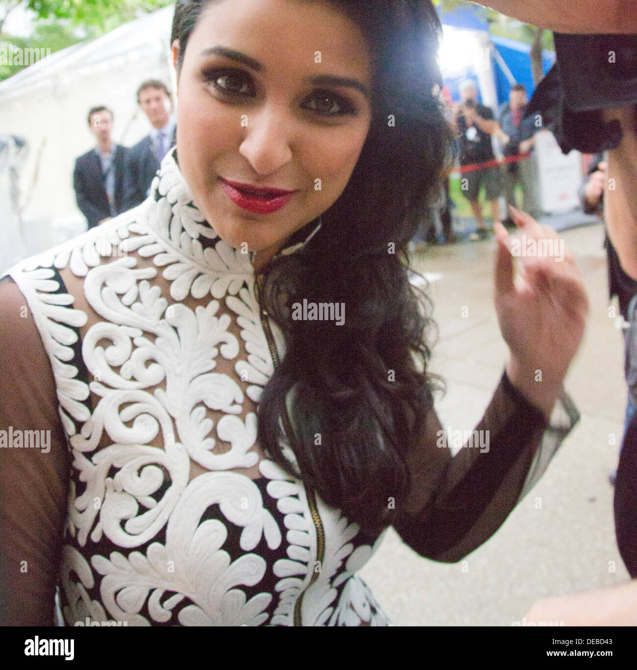"""TORONTO, ON - 11.September: Schauspielerin Parineeti Chopra kommt bei der """"A Random Desi Romance"""" Premiere während der 2013 Toronto International Film Festival in der Roy Thomson Hall am 11. September 2013 in Toronto, Kanada. Stockbild"""