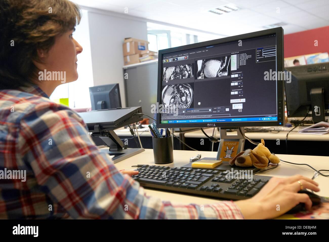 Medizinische Bilder wie MRI Verarbeitungstechniken, Segmentierung, Analyse und Diagnose, Internet der Dinge-Labor, Tecnalia Stockbild