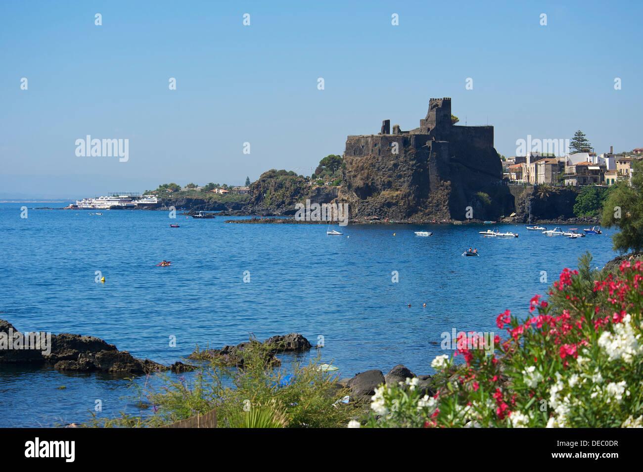 ACI Castello Schloss, Aci Castello, Provinz von Catania, Sizilien, Italien Stockbild