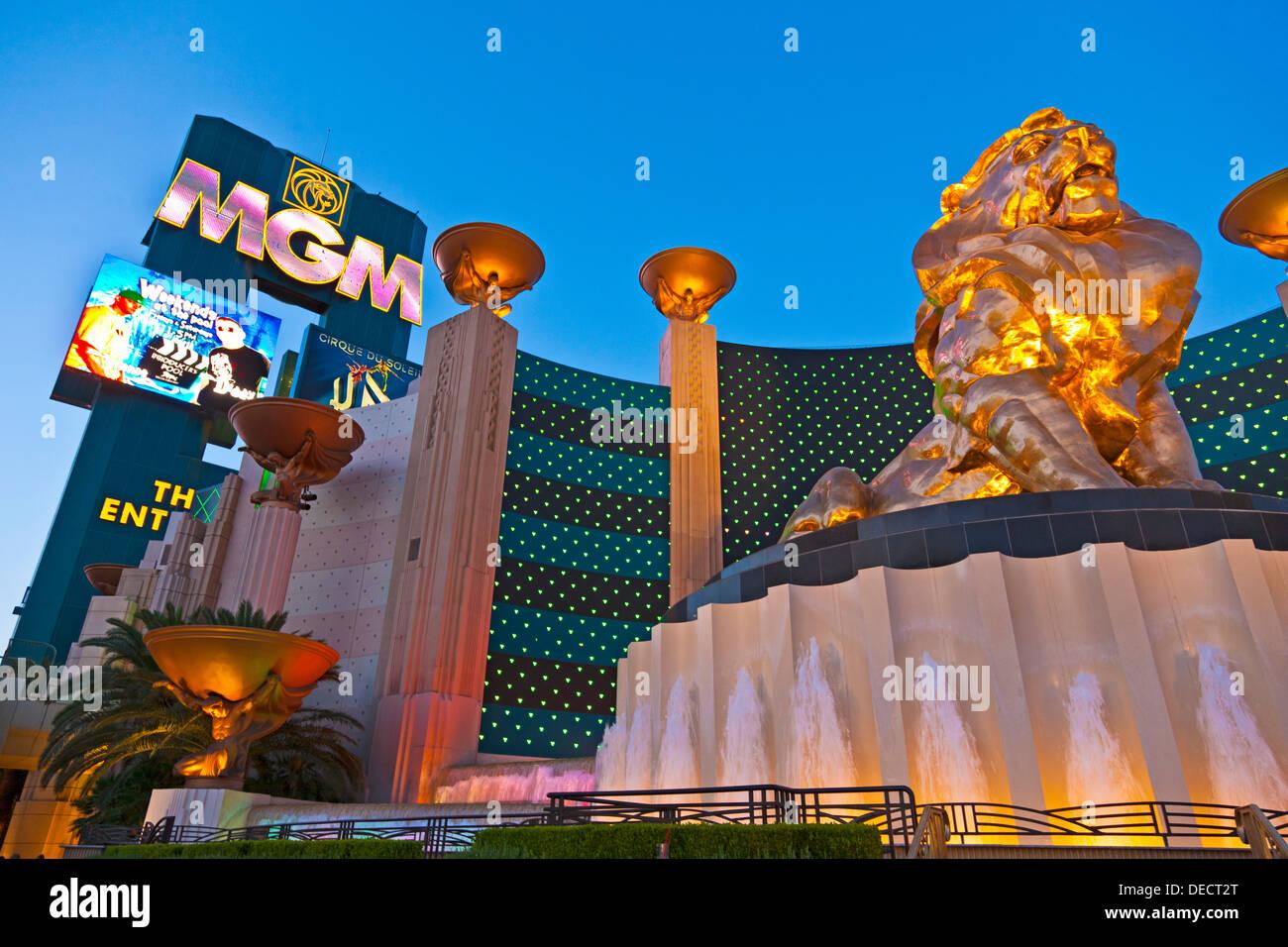 Leo Der Lowe Aus Bronze Statue Ausserhalb Des Mgm Grand Hotel Casino Las Vegas Nevada Usa In Der Abenddammerung Jmh5407 Stockfotografie Alamy
