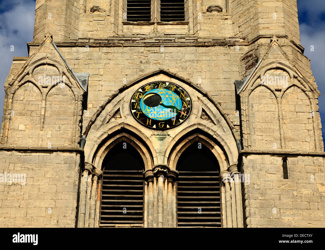 High Tide Amd Uhren Moon Phase Uhr, Kings Lynn St. Margaret's Kirchturm, Englland Norfolk UK Stockbild