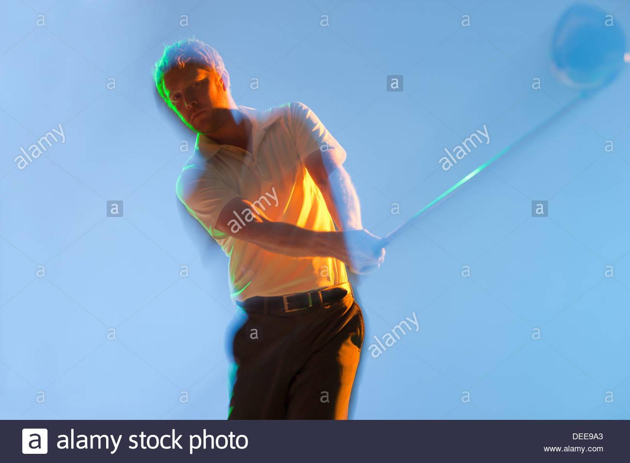 Verschwommene Sicht auf Golf Spieler Knüppeln Stockbild