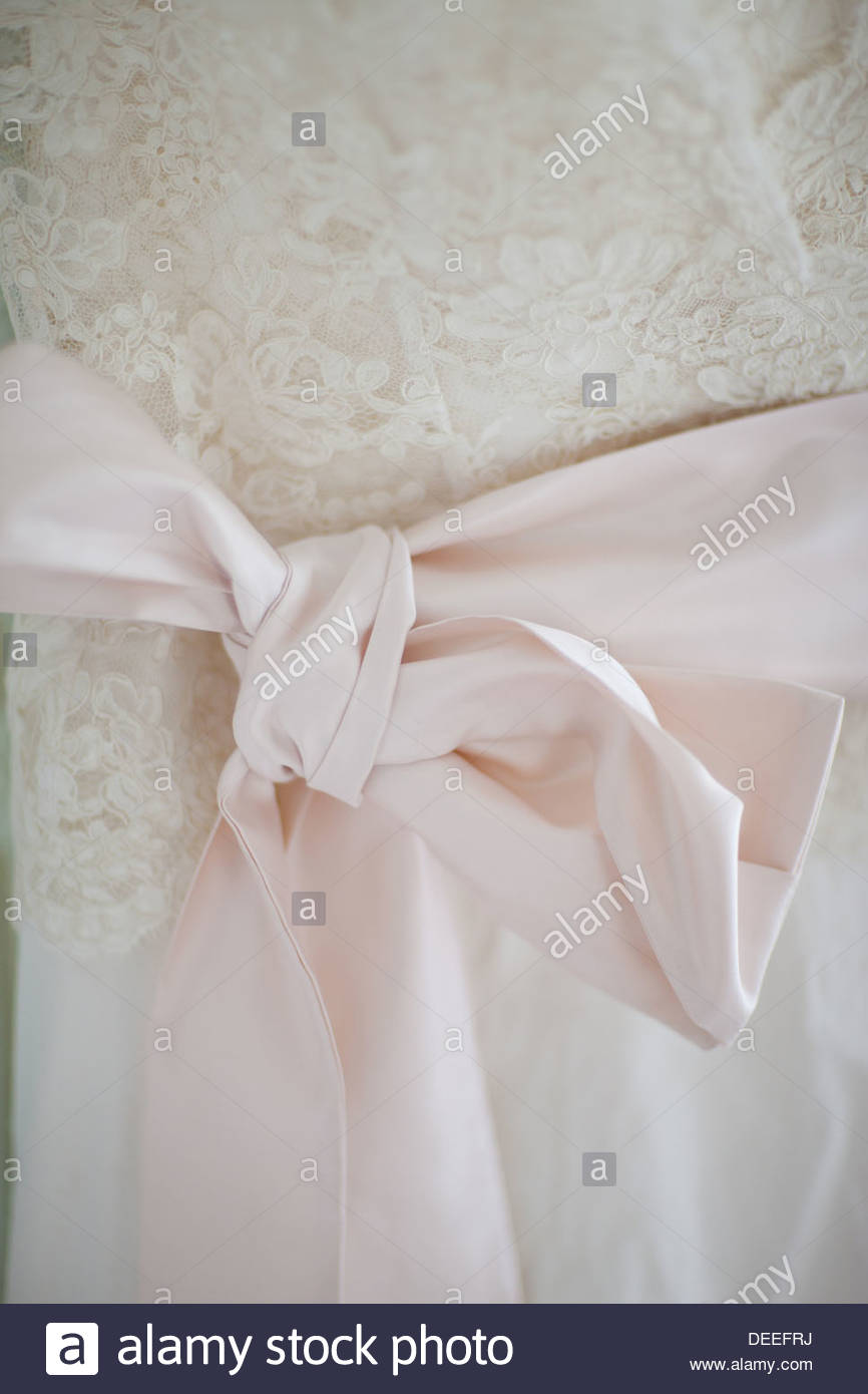 Bogen auf Hochzeitskleid Stockbild