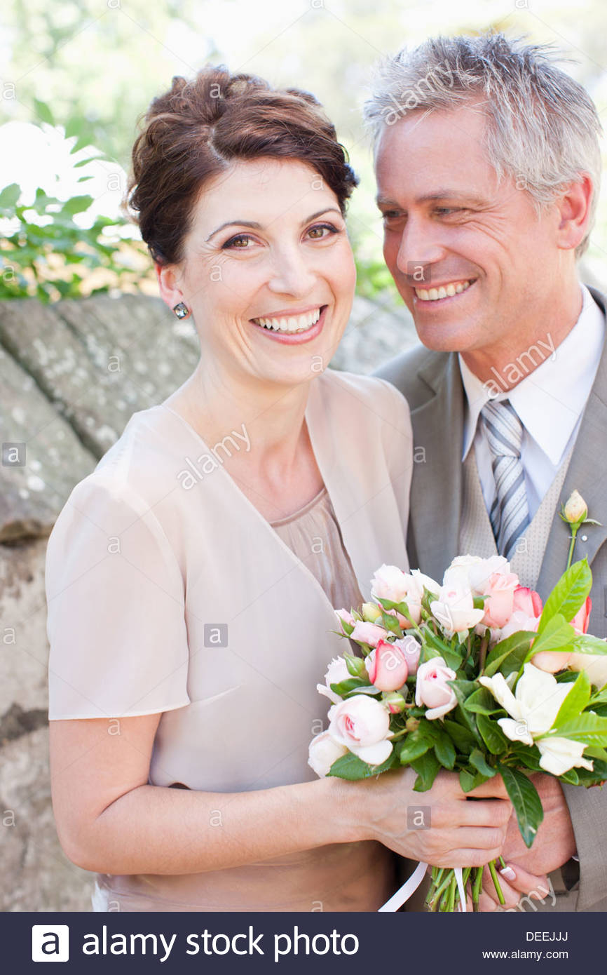 Reife Braut und Bräutigam lächelnd Stockbild