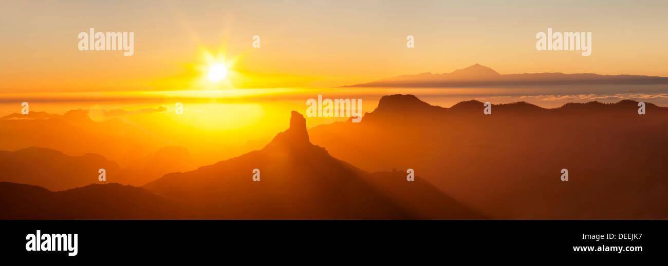 Roque Bentayga und Teneriffa mit den Teide, Gran Canaria, Kanarische Inseln, Spanien, Atlantik, Europa Stockbild