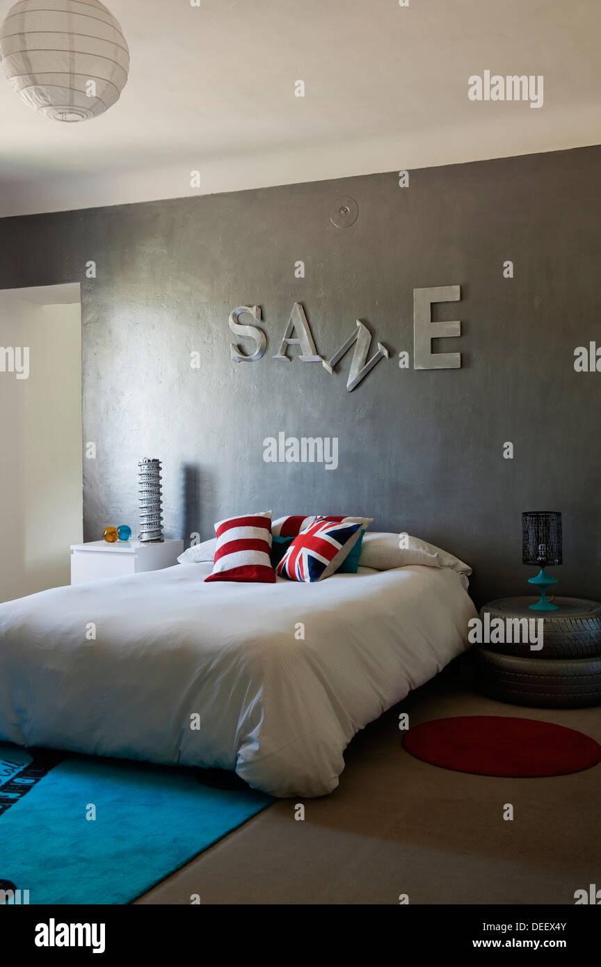 Teenager Zimmer Mit Autoreifen Lackiert Silber Mit Ply Holz Platten