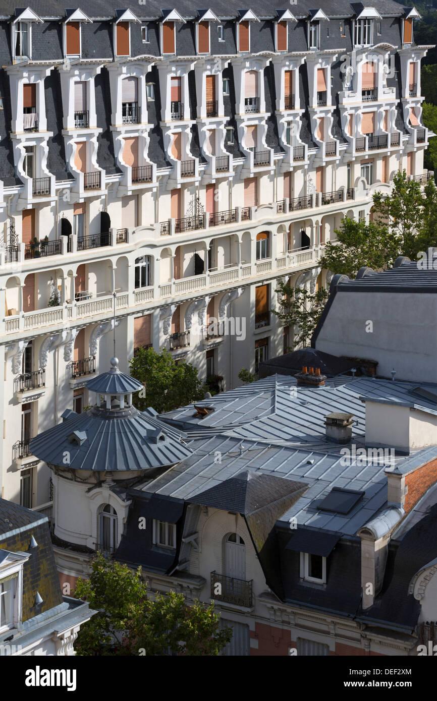 Das Zink Und Schiefer Dach Der Ambassador Villa Mit Dem Parks Palast
