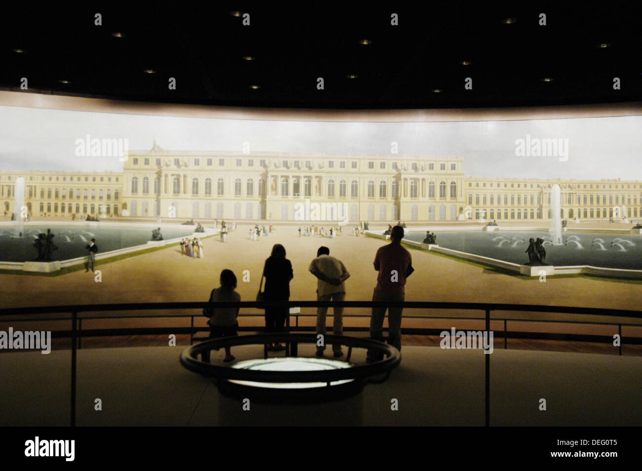 Touristen auf der Suche im Panoramabild von Versailles. Metropolitan Museum of Art. New York City. New York. USA Stockbild