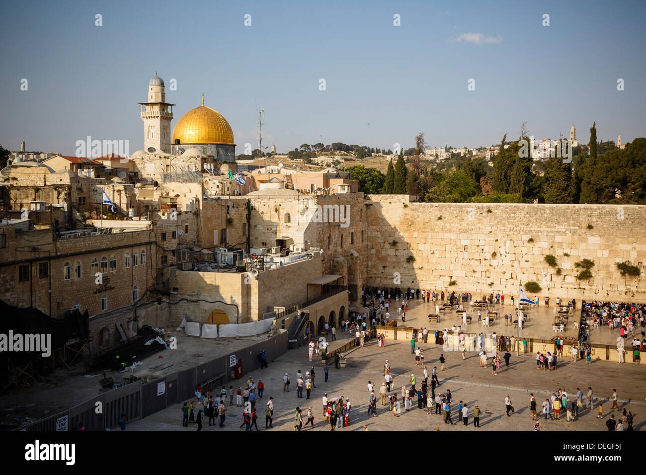 Blick über die Westmauer (Klagemauer) und die Kuppel des Rock-Moschee, UNESCO, Jerusalem, Israel, Nahost Stockfoto