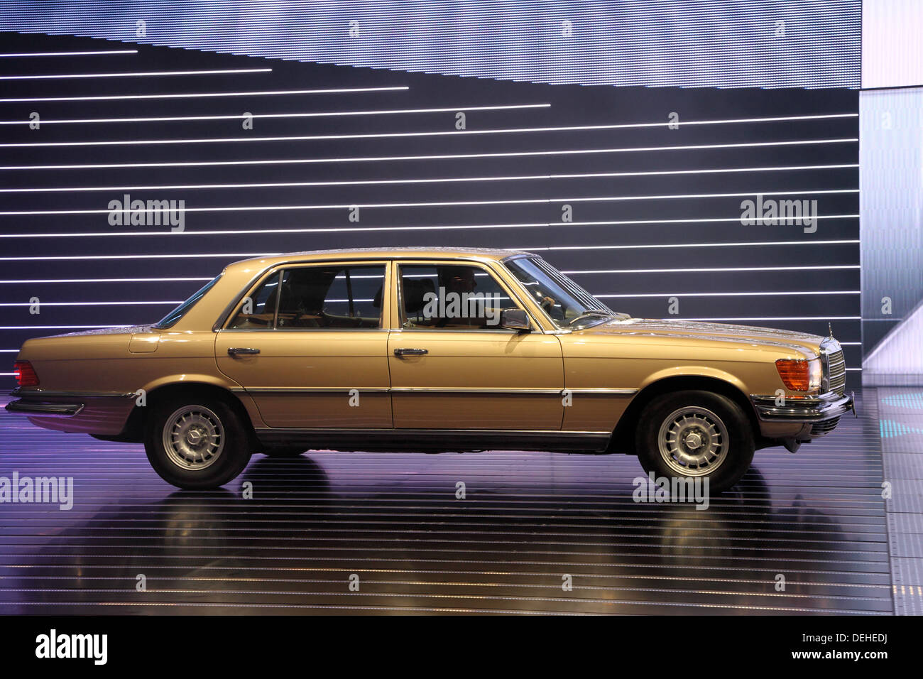 Internationale Automobilausstellung in Frankfurt am Main, Deutschland. Mercedes-Benz S-Klasse Oldtimer auf der 65. IAA in Frankfurt am Main, Deutschland Stockbild