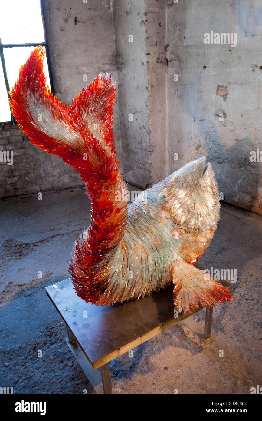"""Ein Marta Klonowska Kunstwerk mit dem Titel """"The Fish"""" (Murano - Italien). Oeuvre d ' Art de Marta Klonowska Intitulée """"Le Poisson"""". Stockbild"""