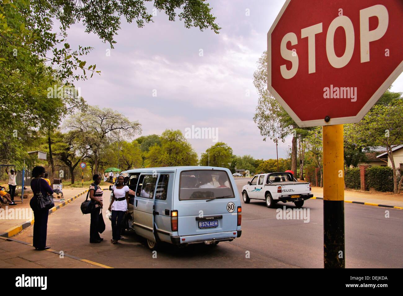Kleinbusse transportieren in Gaborone, Botswana Stockbild
