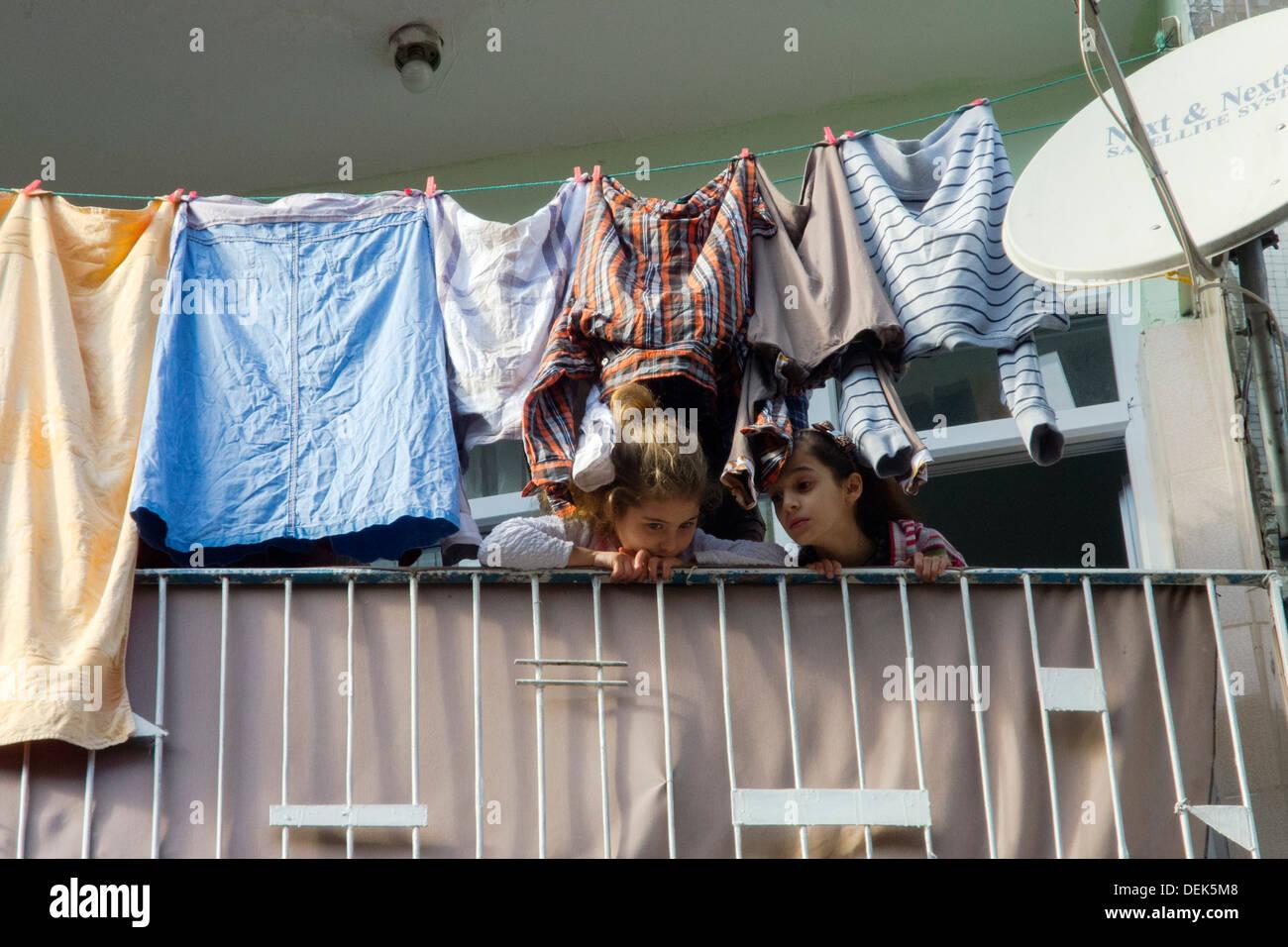 Istanbul, Kumkapi, Wohnhaus Balkon Mit Wäsche Stockbild